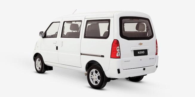 Chevrolet N300 Pasajeros - Ángulo posterior de tu van de pasajeros